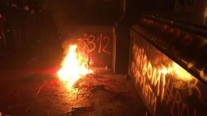 Кабмин требует реакции силовиков на погром возле Офиса Президента