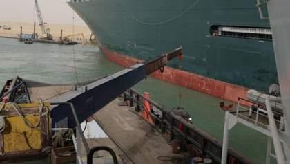 Задержка товаров на 400 миллионов в час: контейнеровоз блокирует Суэцкий канал