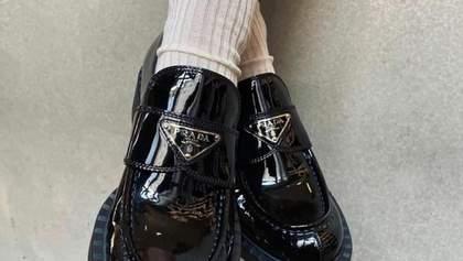 Тренд сезона – лоферы и носки: идеи стилизации от звезд стритстайла