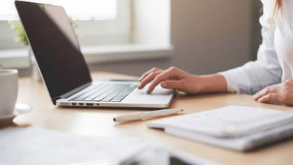 Более миллиарда гривен выделят на ноутбуки учителям для организации онлайн-обучения