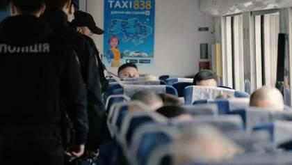 Рейди в Укрзалізниці: поліція перевірила дотримання карантинних вимог у вагонах