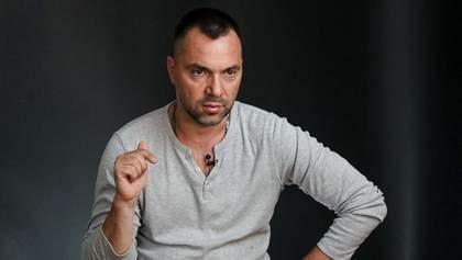Повернення режиму тиші: Арестович розкрив головну тему екстреного засідання ТКГ