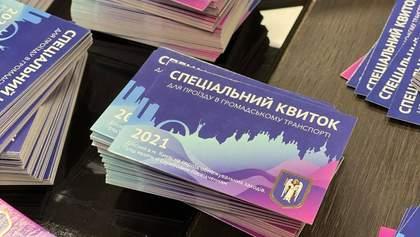 У метро поліцейські Києва масово виявляють людей з підробленими перепустками: відео