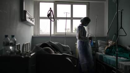 Нехватка коек и истощенные медики: ситуация с COVID-19 на Запорожье и Хмельнитчине ухудшается