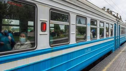 Отменяют пригородные поезда: Укрзализныця объявила об изменениях в областях красной зоны