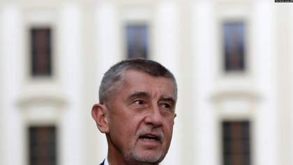 Премьер Чехии заявил, что версия о причастности спецслужб России к взрывам – единственная