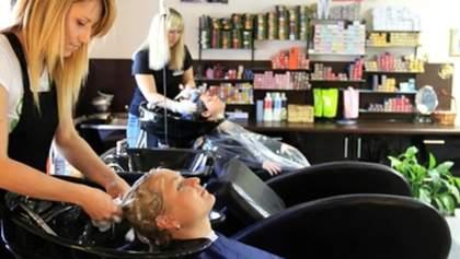 Прийняла клієнтку без запису: львівську перукарку оштрафували за порушення карантину