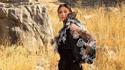 Напівпрозора блуза – найбажаніша покупка весни: найкраща добірка стильних виробів