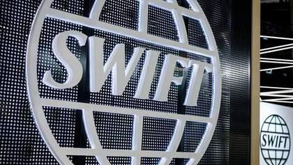 Напрацьовує можливі варіанти: Росія готується до можливого відключення від SWIFT