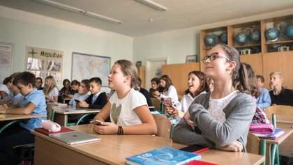 Ученики 5 – 9 классов проводят в сидячем положении по 10 часов: как это влияет на их здоровье
