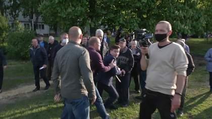 Охранники Терехова набросились на харьковского журналиста: видео