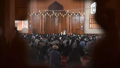 В столице Афганистана в мечети сдетонировала бомба: многие погибли