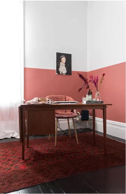 Теплі кольори роблять цей кабінет привабливим