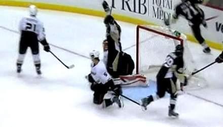 Гиббонс набрал 2 очка в дебютном матче в NHL