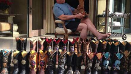 Шварценеггер показал свою коллекцию обуви (Фото)
