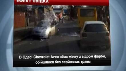 В Одесі жінка з відром фарби кинулася під авто, у Запоріжжі п'яний на смерть збив людину