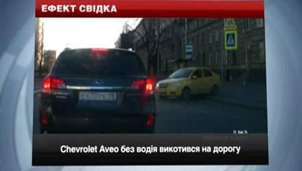 Курйозні ДТП: авто без водія викотився на дорогу та аварії за участі жінок