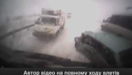 """Автор відео на повному ходу """"влетів"""" у масову аварію"""