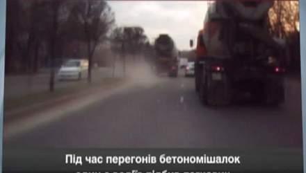 Перегони на бетономішалках: один з водіїв підбив автомобіль