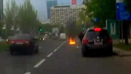 Ефект свідка. Сепаратисти кидали коктейлі Молотова в машини автомайданівців