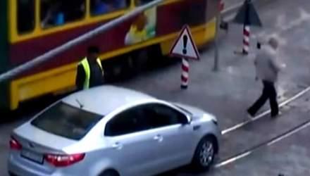Ефект свідка: у Львові Kia протаранив болард