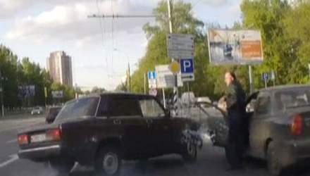 """Нетрезвый на """"четверке"""" протаранил два авто"""