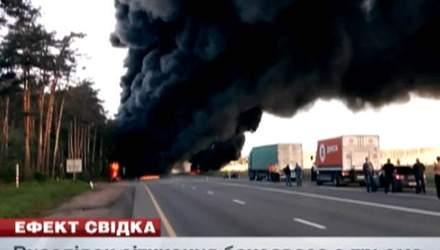 Бензовоз устроил аварию с тремя автомобилями и поджег дорогу
