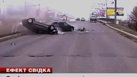 Автомобиль Geely выскочил на встречную, где подбил две легковушки
