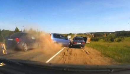 Ефект свідка: чотири підбиті автомобілі і цирковий трюк на мопеді