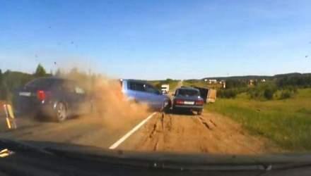 Эффект свидетеля: четыре подбитых автомобиля и цирковой трюк на мопеде