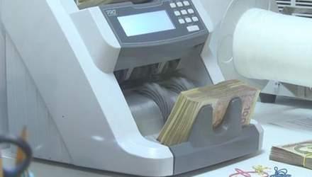 Через кризу банки згортають програми кредитування
