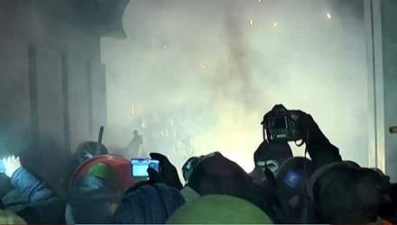 """Хроніка 26 січня 2014: Прощалися з Жизневським, Внутрішні війська покинули """"Український дім"""""""