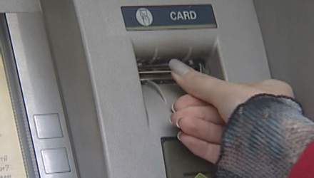 Продаж валюти в Україні тепер можливий і в банкоматах