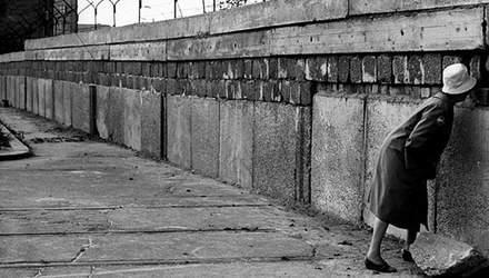"""Как Берлинская стена """"сломала"""" сотни жизней"""