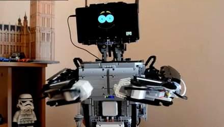 """Школьник из Ужгорода создал серию роботов, Panasonic показала """"мини-электростанцию"""""""