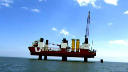 Корабль-трансформер, который становится неприступной крепостью среди моря