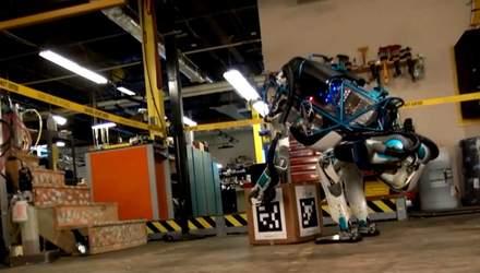 Робот-гуманоїд може ходити по заметах, смартфон працюватиме від сонця