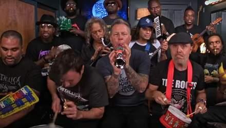 Легендарная Metallica сыграла свой хит на детских музыкальных инструментах