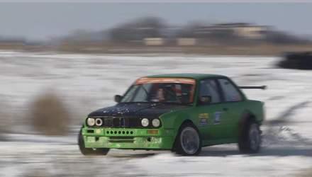 Как черкасской водители демонстрировали свое мастерство на заснеженных дорогах
