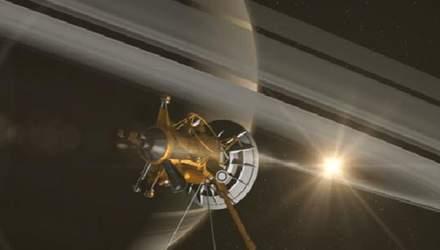 Зонд Cassini передал на Землю очередное необычное фото Сатурна