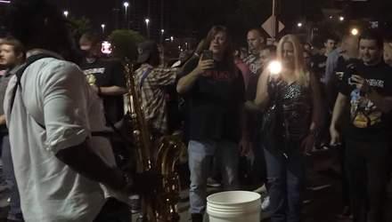 Вуличний музикант зіграв Iron Maiden на саксофоні: фанати у захваті