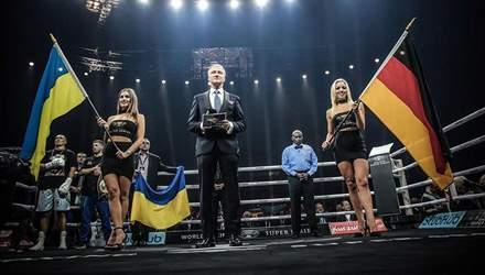 Як арена у Берліні надпатріотично співала гімн України перед боєм Усик – Хук: красномовне відео