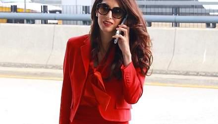 Амаль Клуні повернулась до роботи через три місяці після пологів: елегатний вихід