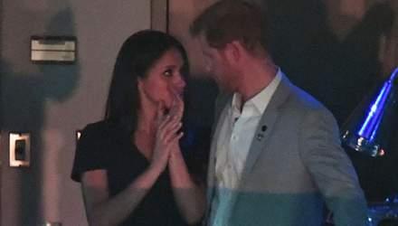 Принц Гарри и Меган Маркл впервые поцеловались на публике: трогательные фото