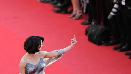 Акторка, що зізналась у домаганнях Вайнштейна, брутально відповіла на критику про довге мовчання