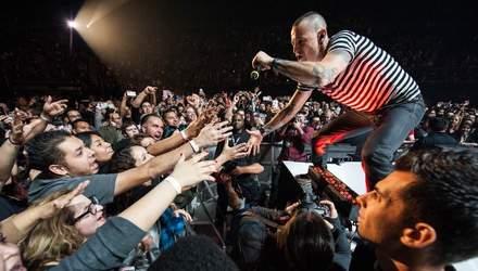 На концерті пам'яті Честера Беннінгтона весь зал заспівав відомий трек Linkin Park: відео