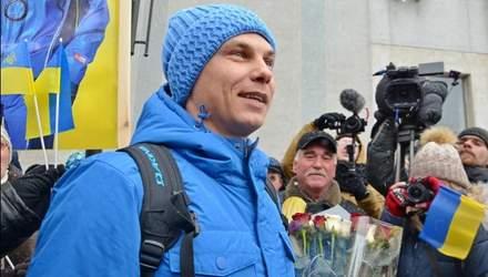 Квіти, обійми і овації: як олімпійського чемпіона Абраменка зустрічали у Миколаєві