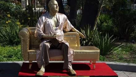 Накануне Оскара-2018 в Голливуде появился памятник Вайнштейну: фото