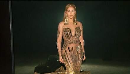 Бейонсе з'явилась на аукціоні в ефектному платті: фото
