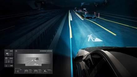 """Як працюють """"розумні"""" фари з лазерною технологією проектування на дорогу"""